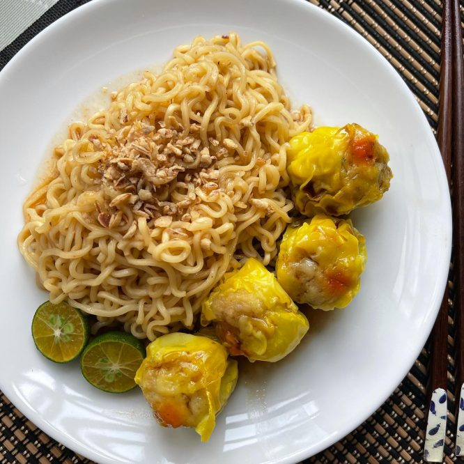 Instant Pancit Canton and Siomai - House of Hazelknots