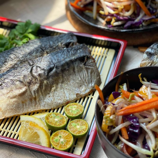 Baked mackerel with Himalayan salt and vegetables - House of Hazelknots