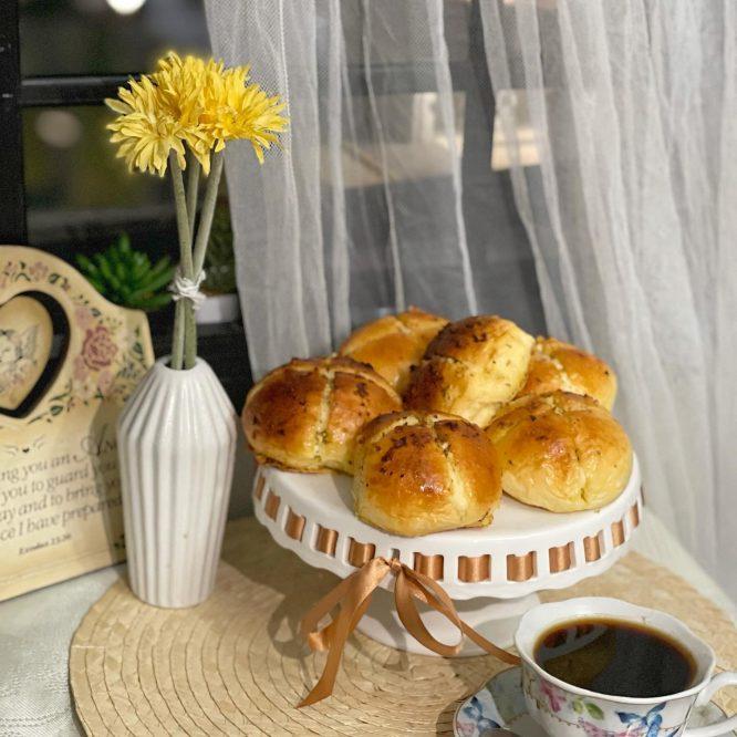 Korean Cream Cheese Garlic Bread with Black Coffee