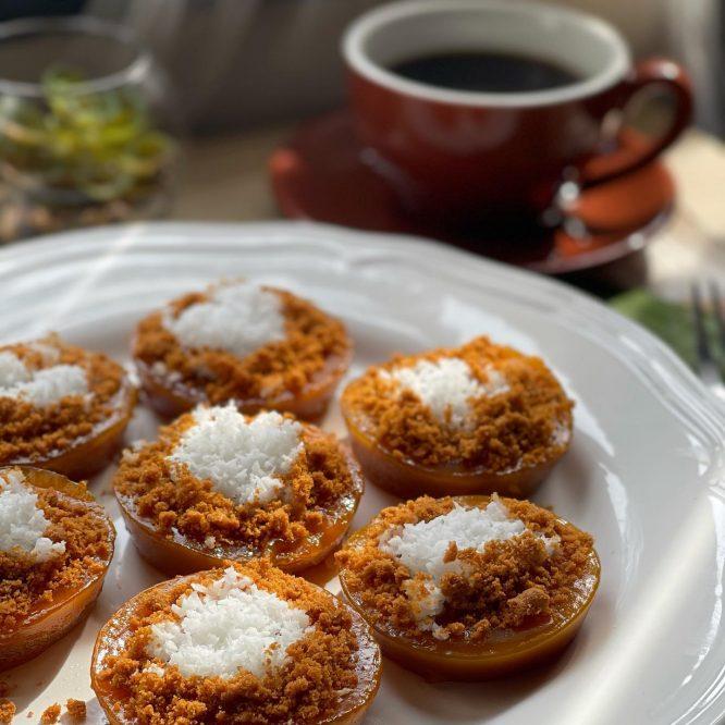 Kutsinta with Crushed Biscoff Biscuits - House of Hazelknots