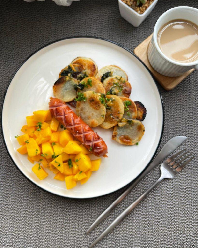 Pan Roasted Potatoes, Johnsonville sausage and Mangoes