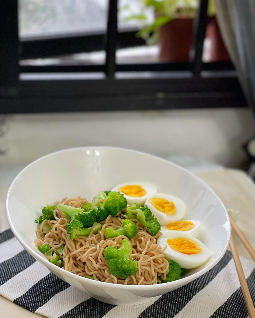 Mee Goreng with Broccoli and Egg - House of Hazelknots