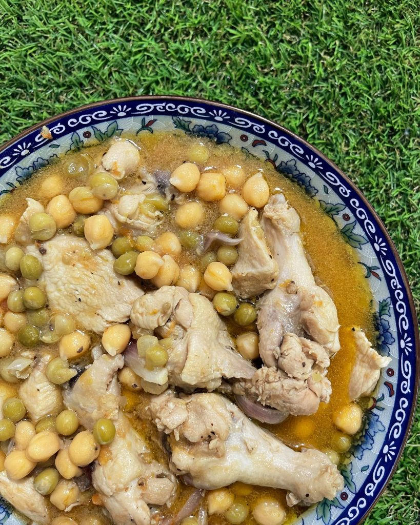 Chicken gisantes with garbanzos - House of Hazelknots